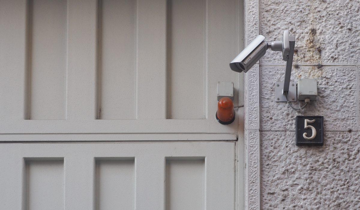 Überwachungskamera vor Haustüre